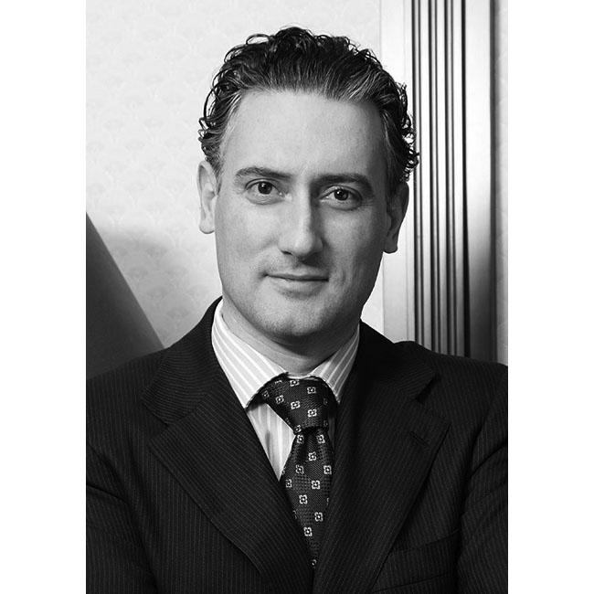 Кирил ДомусчиевМъжът, който сбъдна Американската мечта в Разград. Той е  предприемач и бизнесмен собственик на Лудогорец (Разград).Участието му в тази класация е заради елегантната визия и добрите маниери.  Домусчиев е рядък пример за преуспял български бизнесмен без шкембе.