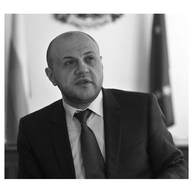 Томислав ДончевВицепремиер и министър по европейските фондове с неостаряващ чар и очарователно спокойствие. Толкова просто и ясно!