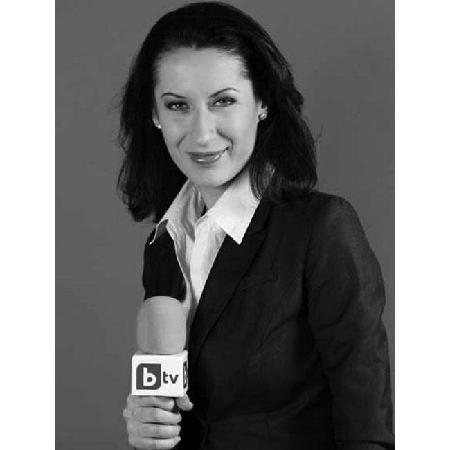 """Биляна ГавазоваУтрините са една идея по-приятни и красиви в компанията й, а усмивката й ни зарежда ежедневно от стартера на BTV – """"Тази сутрин"""". Журналистиката несъмнено е в кръвта й, а професионализма си тя умело комбинира с голяма доза естетика."""