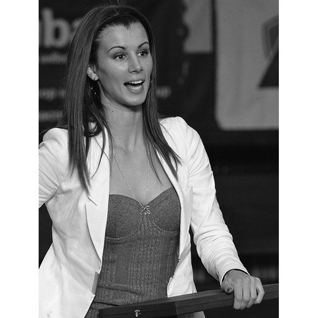 Цвети ПиронковаМлада, чаровна и амбициозна, тя е първата българска тенисистка, достигнала до полуфинала на турнира