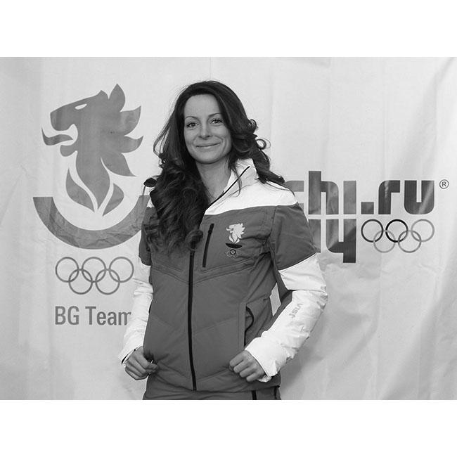Сани ЖековаТя печели първата си Световна купа по сноуборд през март 2011 г. в дисциплината бордъркрос в Ароза (Швейцария), а на Олимпийските игри в Сочи достига успешно до финалите на същата дисциплина. Там тя несправедливо става пета, но съвсем справедливо се настани в сърцата на всички любители на по-екстремни дисциплини и преживявания.