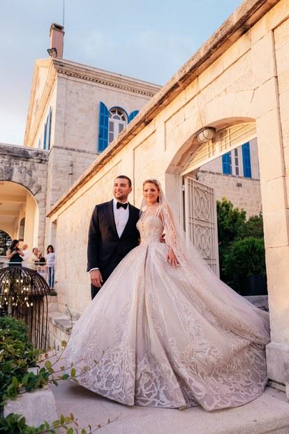Ели Сааб Джуниър и Кристина Мурад Синът на ливанския крал на висшата мода се ожени за любимата си, соанирана в разточителен дизайн с повече от милион пайети, сътворен специално за нея от свекъра й.