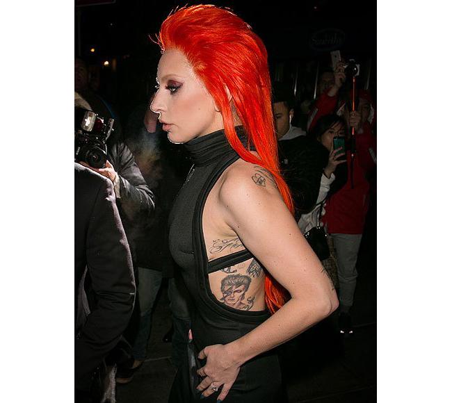 Лейди Гага Още една от татуировките на Гага - офорт на един от нейните идоли Дейвид Боуи - The Thin White Duke.