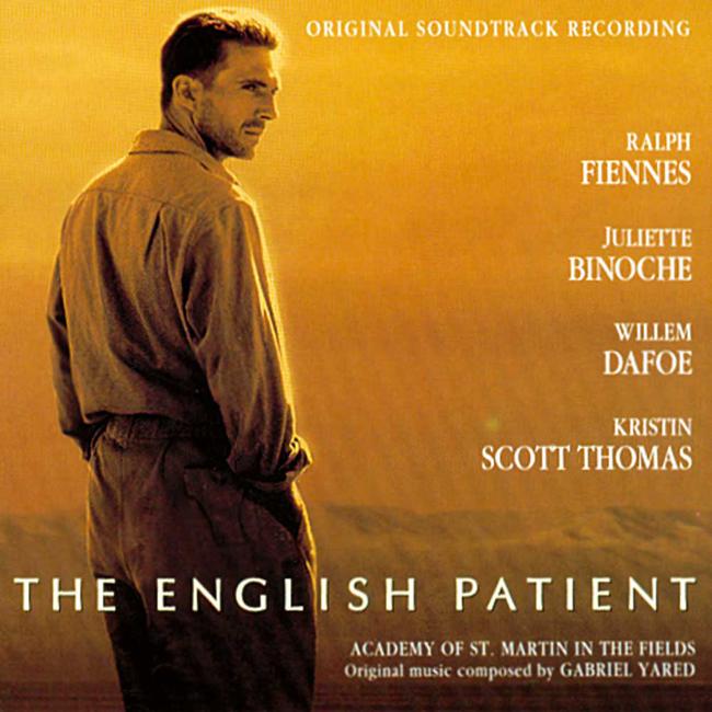 """The English Patient, 1996 Сюжетната основа на филма е историята за една обречена и трагична любов на фона на Втората световна война. В полева болница в Италия медицинската сестра Хана се грижи за обгорял до неузнаваемост пилот. Тежка амнезия държи самоличността му в неизвестност и единственото, което намеква нещо за произхода му, е неговият английски. При евакуация на лазарета, сестра Хана предлага да остане с """"английския пациент"""" в руините на изоставен манастир, убедена, че той няма да издържи пътуването. Останали сами, Хана постепенно събира историята на пилота от откъслечните му спомени. """"Английският пациент"""" всъщност се оказва унгарския граф Ладислаус Алмаши - изследовател, който поема с екип от учени тежката задача да картографира неизследваните пустинни райони в северна Африка."""
