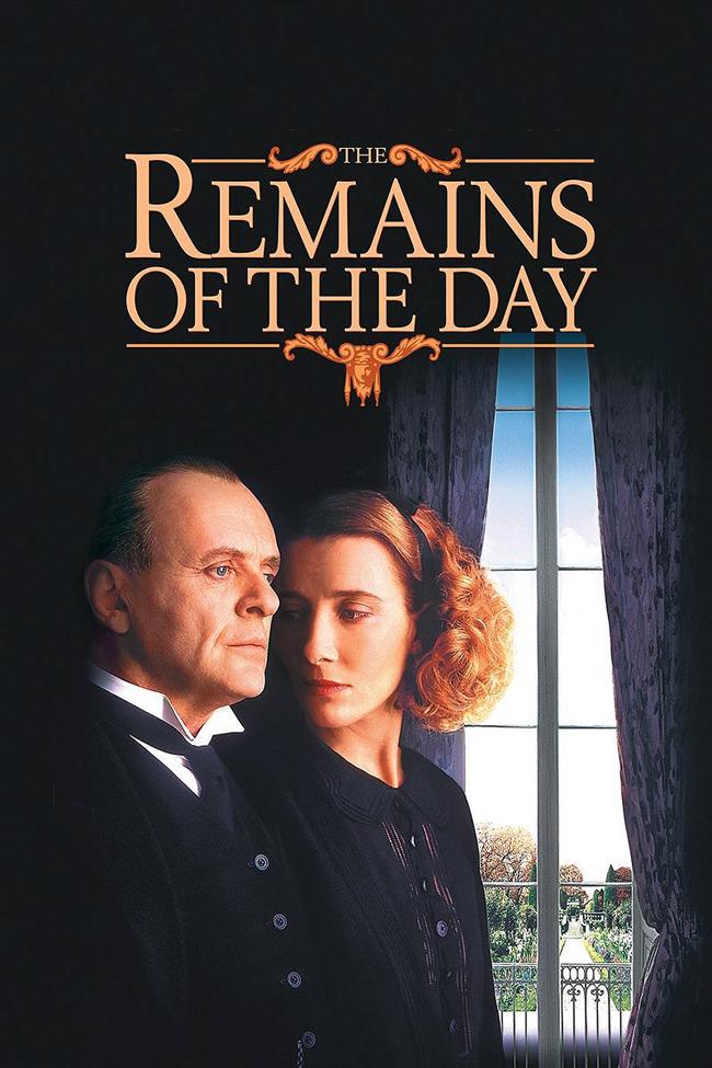 """The Remains Of The Day, 1993 Един от най-добрите филми на 90-те години! След успеха на """"Имението Хауърдс Енд"""", носителите на """"Оскар"""" Антъни Хопкинс и Ема Томпсън отново работят с тандема Исмаил Мърчант - Джеймс Айвъри в тази необикновена и завладяваща история за сляпата преданост и подтиснатата любов. Хопкинс играе Стивънс - перфектния английски иконом: идеал, издигнат от него до фанатични висоти. Той предано служи на своя господар - Лорд Дарлингтън, величествено изигран от Джеймс Фокс. Дарлингтън, като повечето британски аристократи от 30-те години на нашия век, е подлъган от нацистите в опитите си да посредничи между тях и британското правителство."""