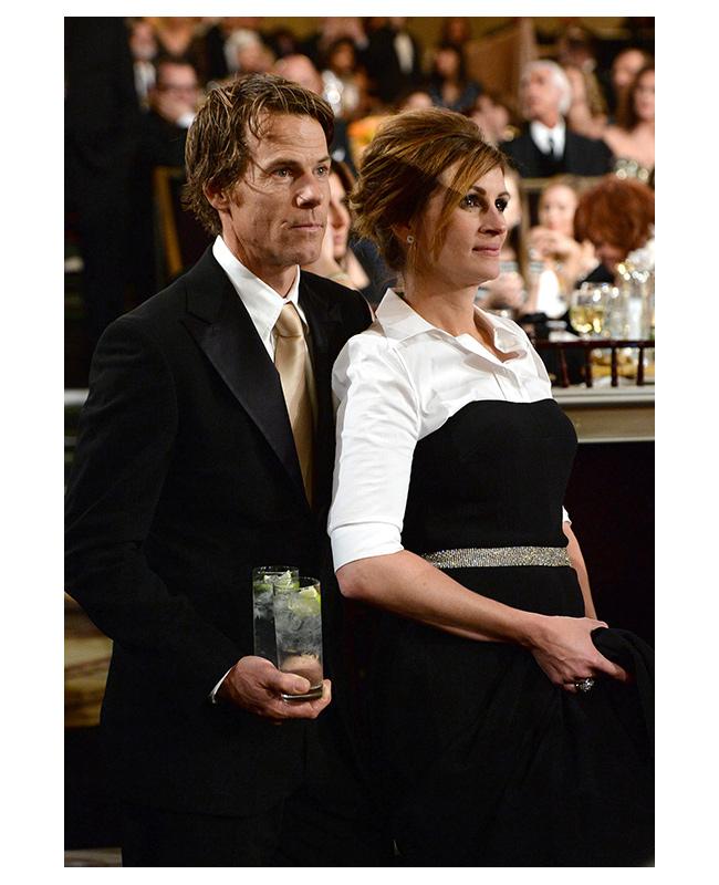 """Джулия Робъртс и Даниел Модър  След 13 години заедно Джулия Робъртс и Даниел Модър, които се запознаха през 2001 година по време на снимките на """"Мексиканецът"""", решиха да прекратят взаимоотношенията си, като инициатор на раздялата е Даниел, който """"просто е почувствал, че партньорството им е престанало да бъде истинско""""."""