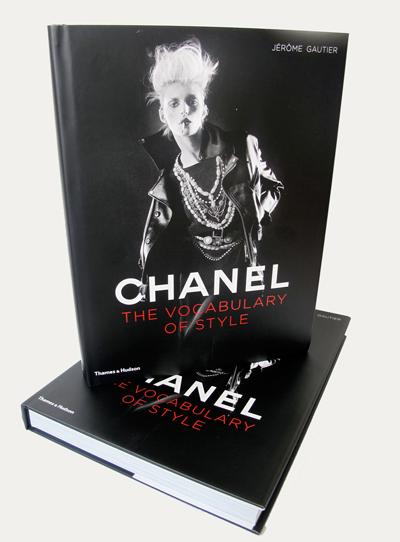 Chanel: The Vocabulary of StyleКолекция от фотографии oт архива на Chanel, може би най-добрата селекция до сега.Отamazon.com