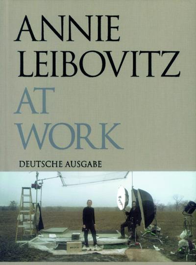 Annie Leibovitz at WorkАлбум с фотографии от световноизвестната майсторка зад обектива Ани Лейбовиц.Отbarnesandnoble.com