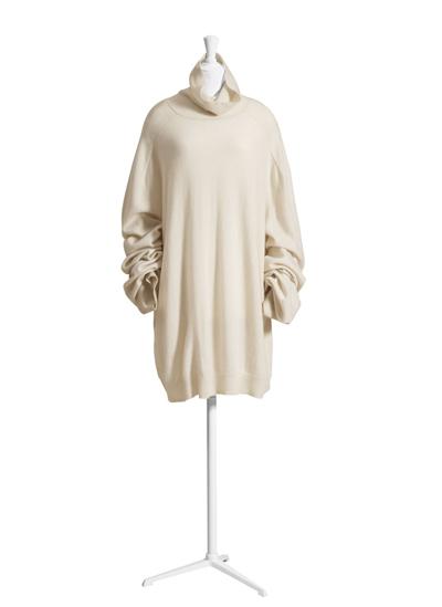 Пуловер с поло яка (има го в бежово и в моряшко синьо), 249 лв.