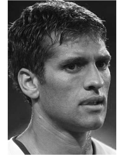 Стилиян ПетровСтенли, както наричат Стилиян, прежива много след като научи за болестта си. Левкемията на успешния български футболист, един от малкото с положителен имидж, сплоти всички негови чужди и родни фенове, а той се пребори със силата на дисциплиниран спортист.