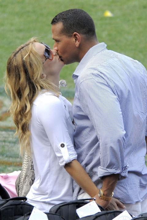 Кейт Хъдзън и Алекс Родригез Актрисата и спортистът излизат в рамките на седем месеца, преди да се разделят окончателно през декември 2009 година.