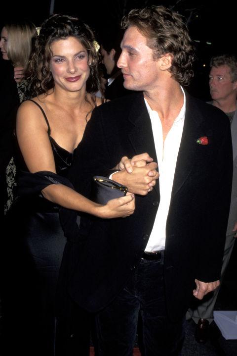 Сандра Бълок и Матю Макконъхи Имаше едно време... когато Матю държеше Сандра за ръка. Двойката излиза близо две години, но пред 2008 година решиха да тръгнат по различни пътища.