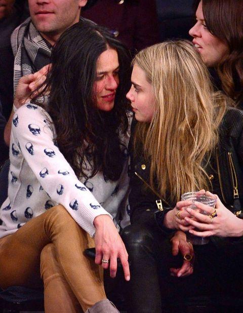 Мишел Родригез и Кара Делевин След прегръдките на Зак Ефрън, Мишел попада в тези на Кара Делевин. Актрисата и моделът излизат за няколко месеца през 2014-та година.