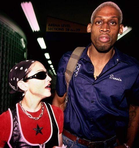 Мадона и Денис Родман Тези водят класацията за странни съчетания, нали? Мадж и лошото момче на баскетбола са двойка за около шест месеца, а годината е 1994. И всичко това само според Родман, но не и според певицата... Върви разбери!