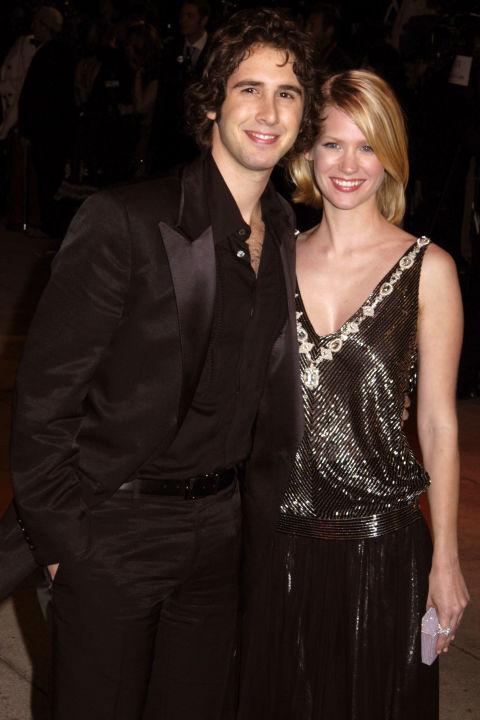 Дженюъри Джоунс и Джош Гробан Тези двамата бяха двойка от 2003 до 2006 година.