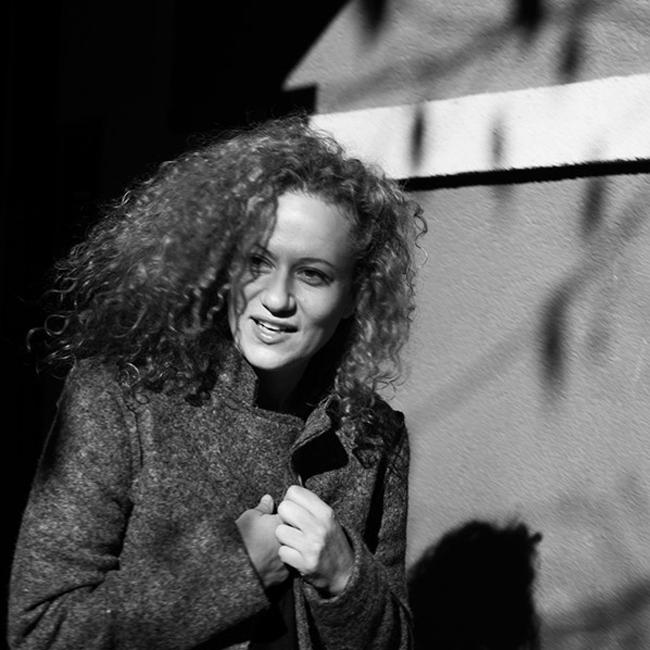 Белослава   Кадифен глас, буйни къдрици, силно излъчване и безкрайна  усмивка. Радост за всички сетива. Такава е Белослава. Затова я харесваме безкрайно много.