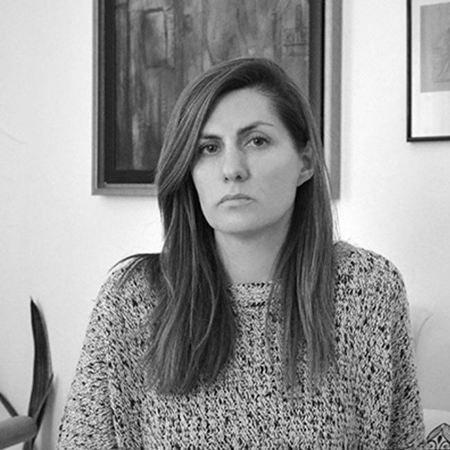 """Гергана Мудова Двигател на съвременното изкуство у нас. Гергана е човекът зад платформата """"Майстори на фотографията"""". Завършва илюстрация и фотография в Холандия. Работи в рекламния бранш, след това в медиите, а днес единствено в сферата на изкуството, което, както тя казва, я е върнало отново към себе си."""