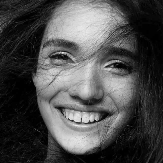 Мелани-Роуз  Мелъни-Роуз е скромно, възпитано и изящно момиче, което именно тази година направи своите първи стъпки в кариерата на модел. Тя е дъщеря на известната българска красавица Ирена Милянкова и, убедени сме, ще бъде поне толкова успешна. Обичаме красивите млади лица на България! Нека са повече!