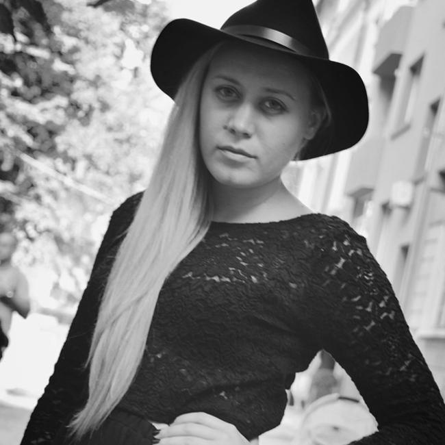 """Рене Карабаш (Ирена Иванова) Писателка, актриса, драматург. Ирена или както е артистичният й псевдоним Рене Карабаш е пълна с изненади и душата й наистина е необятна. Наскоро тя получи приза за главна женска роля на филмовия фестивал в Локарно за ролята си в българският филм """"Безбог"""""""