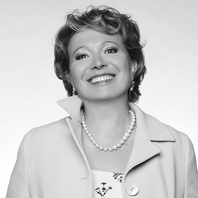 Силва Зурлева  Най-влиятелната дама в телевизионния бизнес у нас. Превърнала се в лице на Нова телевизия, тя е безкомпромисна във всяко едно отношение - от умението й да ръководи огромен екип до отглеждането на прекрасната й дъщеря Мила.