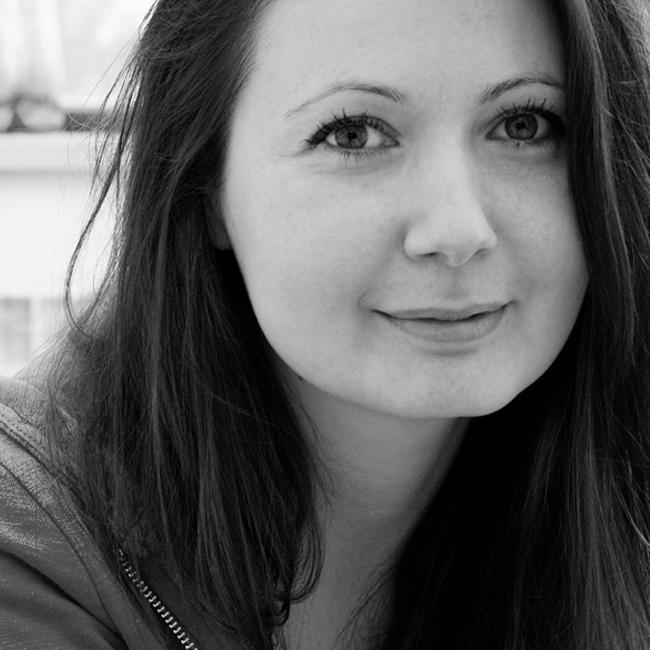 Яна Бюрер Тавание Активист за човешките права и носител на няколко награди журналист на свободна практика. Преди 4 години WIRED я включи в Smart List на 50-те човека, които ще променят света. Яна e и едно от главните действащи лица стоящи зад платформата за доброволчество TimeHeroes.