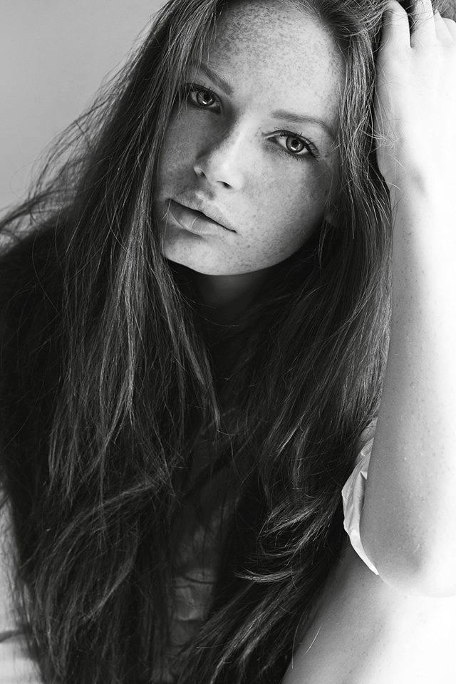 Деси Савова Ами, това е, българките са най-красивите жени. Деси е поредната млада гордост на Ivet Fashion MA. Със забележителна хубост и чаровен ginger look, Деси вече втора година поред продължава да се изкачва по модната стълбичка, а ангажиментите й в чужбина не спират да валят. Искрено й пожелаваме още много от същото!