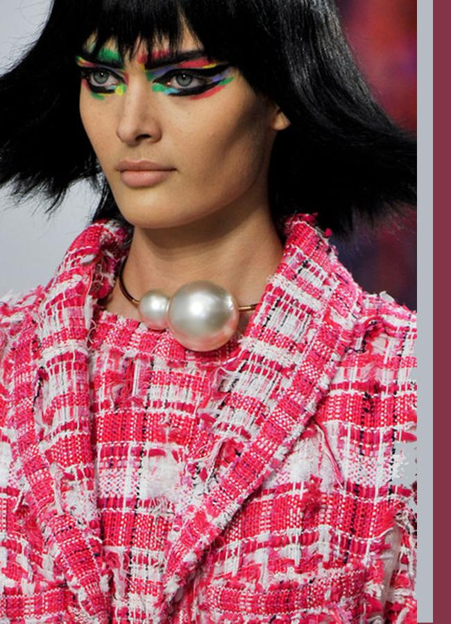 Chanel, spring 2014Шедьовър на фантазията, в който всеки клепач е като малка цветна приказка, разказана умело.