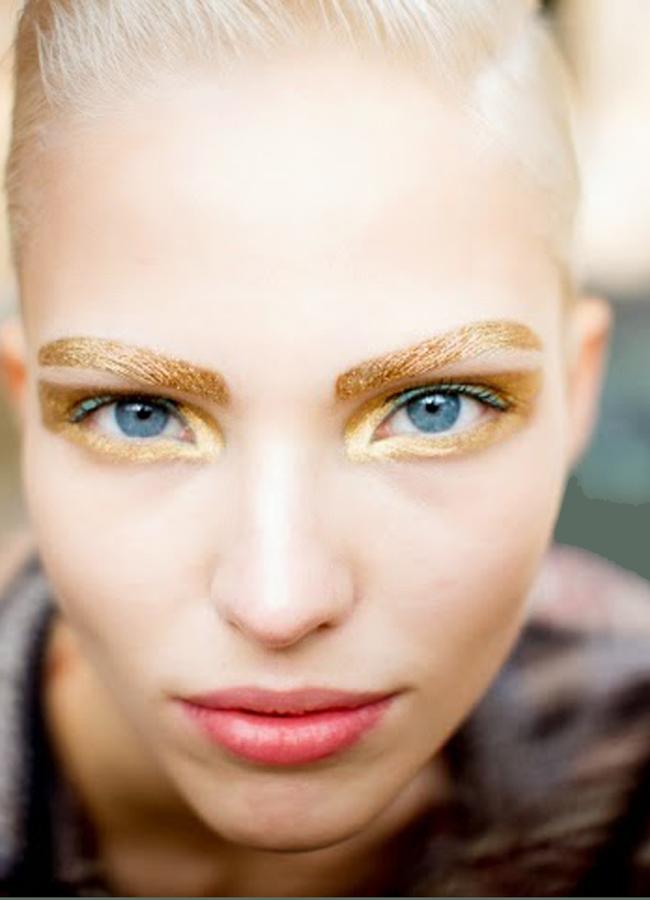 Christian Dior, spring 2014Златен стандарт: очите го обичат.