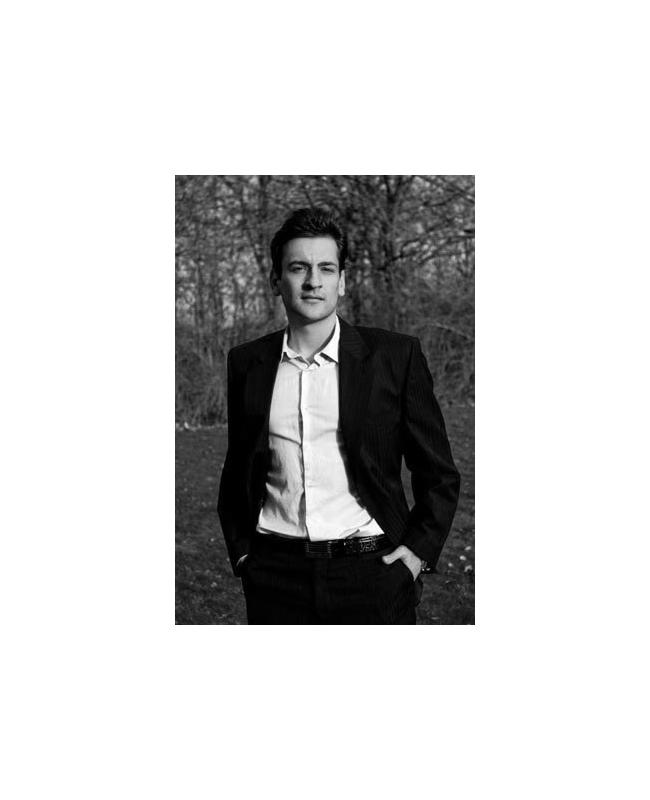 Борис ГеоргиевМлад мъж от малка страна с голямо бъдеще. Българин впечатли икономисти от най-развитите страни, като спечели престижно международно отличие за дипломната си работа през 2013. Студентът в Дания е разработил нов оптимизационен модел за инвестиции, който гарантира по-добра доходност. Успехът му е красив като него и определено повод за национална гордост.