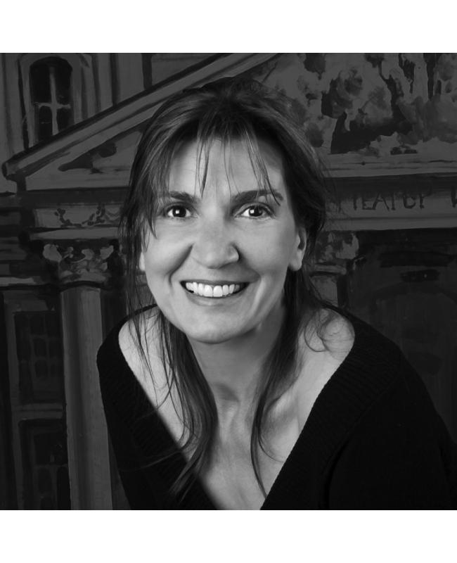 """Мария КаварджиковаЕдна актриса от поколението на големите таланти, част от групата в """"Оркестър без име"""". Мария Каварджикова днес е на 57, които й стоят прекрасно. Играе в Народния театър, а последната й сериозна роля в телевизията е в """"Дървото на живота"""", където бе блестяща."""