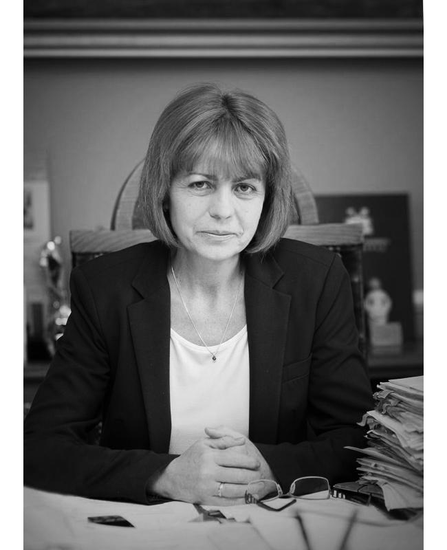 Йорданка ФандъковаОбожаваме госпожа Кметът на София с втори мандат, защото окото ни не се уморява да се радва на превъзходно свършената работа, на отговорността и на женското умение да се вършат нещата красиво!