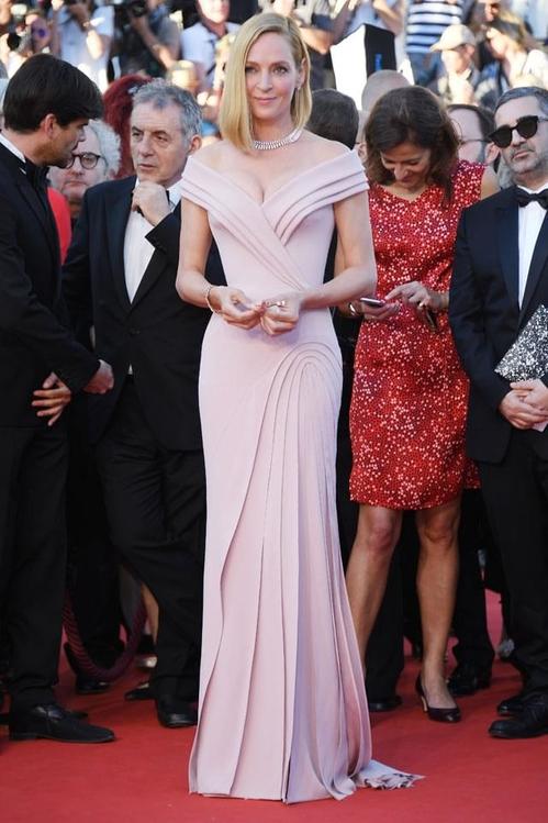Ума Търман в Versace
