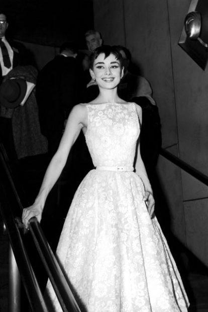 """Одри Хепбърн на първата излъчвана по телевизията церемония по връчването на филмовите награди """"Оскар"""" - годината е 1953."""