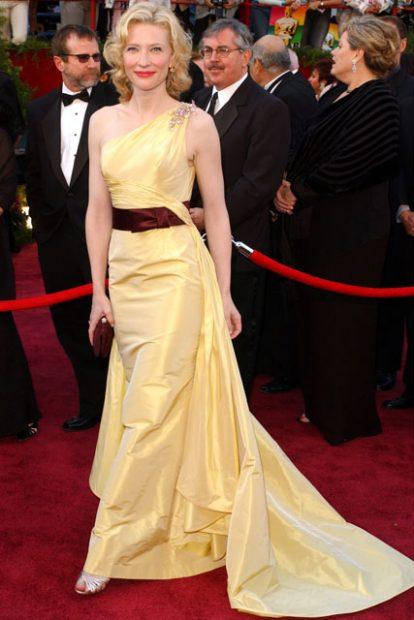 """През 2005 година Кейт Бланшет бе номинирана за """"най-добра поддържаща женска роля"""". Тогава актрисата се появи в семпла, но стилна рокля на Valentino."""