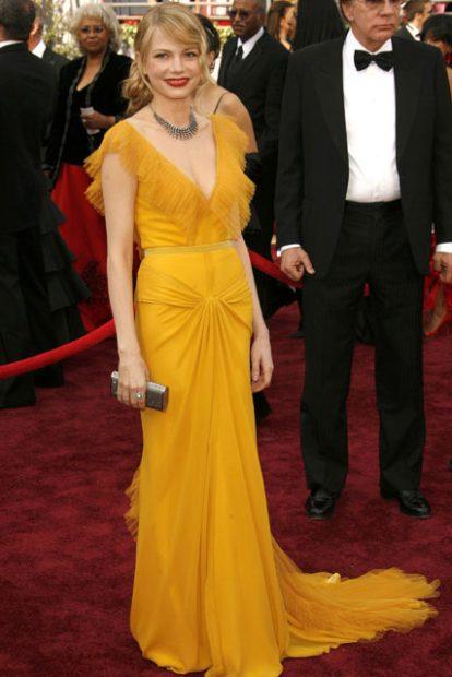 Мишел Уилямс заложи на жълта рокля от Vera Wang за червения килим на филмовите награди през 2006 година.