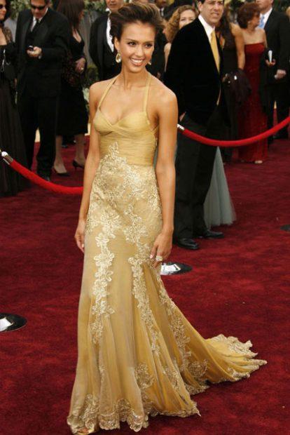 Ох, бяхме забравили тази златна визия на Джесика Алба - дело на Versace, разбира се!