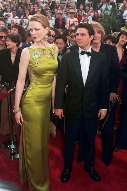 Всички помним възхитителната рокля дело на John Galliano за Christian Dior, която Никол Кидман разходи по червения килим през 1997 година.