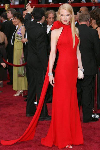 Опасно червената Никол Кидман през 2007 година, а роклята й е дело на Balenciaga.