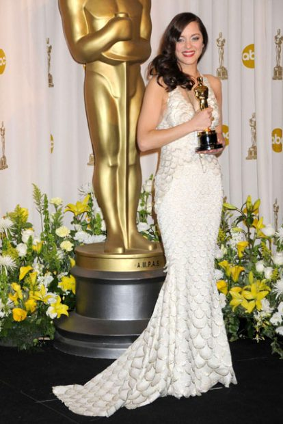 """Марион Котияр грабна """"Оскар"""" за """"най-добра актриса"""" през 2008 година и се качи на сцената в очарователен """"русалчески"""" тоалет на John Paul Gaultier."""
