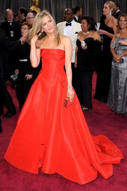 През 2013 година Дженифър Анистън отказа да заложи на семпла рокля и се премени във вечерното изящество на Valentino.