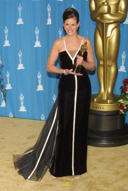 Джулия Робърт получи заветната си престижна статуетка облечена във винтидж рокля на Valentino.