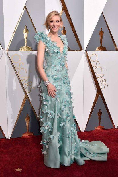 Същата година Кейт Бланшет заложи на 3D рокля на Armani Prive.