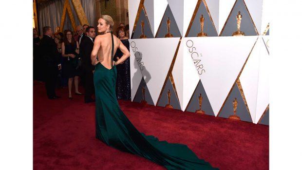 Рейчъл Макадамс е още по-изкусителна в тази копринена рокля на August Getty.