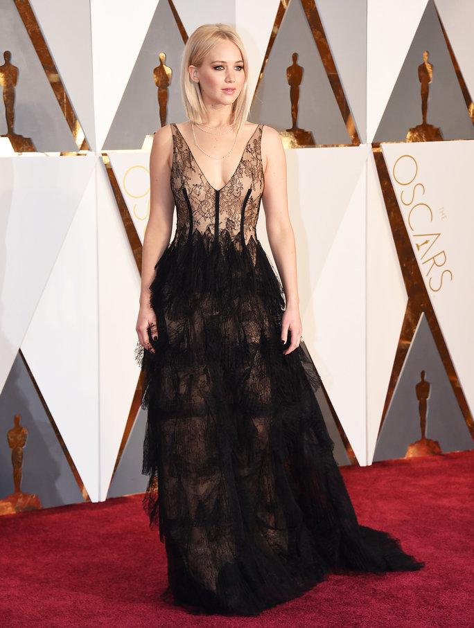А Дженифър Лоурънс с черен Dior!