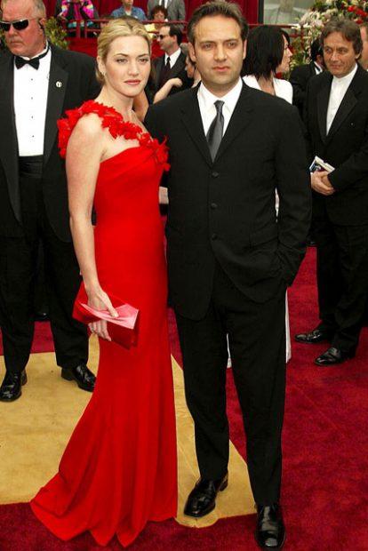 Абсолютното про в покоряването на червения килим и тенденциите му Кейт Уинслет започна да ни съблазнява с рокли още през 2002 година