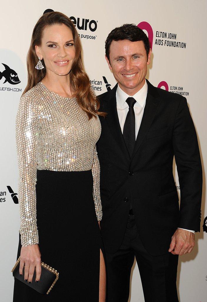 """Хилъри Суонк и Рубен Торес През юни носителката на """"Оскар"""" сложи край на годежа си с екс тенис играча Рубен Торес. Двойката излизаше в продължение на година преди да се сгоди през март месец."""