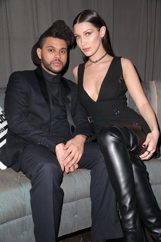 """Бела Хадид и The Weeknd Моделът и музикантът сложиха край на връзката си в началото на ноември. Бела и Абел, както е истинското име на певеца, обясниха, че натоварените им графици са причината за тяхната разлъка, но ще си останат все така близки и добри приятели. Ние обаче вярваме, че красавицата и """"звяра"""" ще се съберат отново!"""