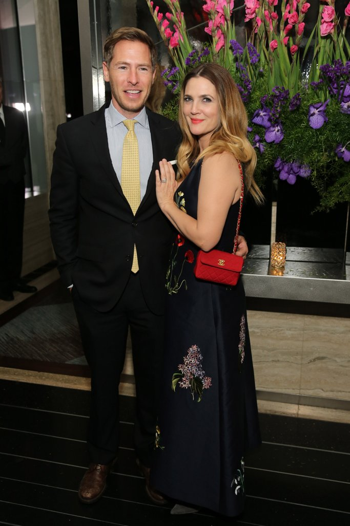 Дрю Баримор и Уил Копелман През април тази година стана ясно, че Дрю Баримор и съпругът й от почти 4 години са решили да сложат край на брака си. Актрисата и арт консултантът се венчаха през лятото на 2012 и имат две дъщери - Олив и Франки.