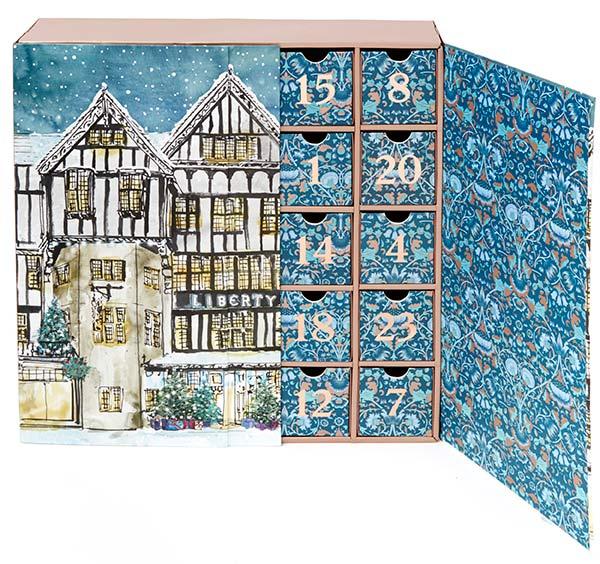 LIBERTY LONDON 377лева Коледният календар на коледните календари. В кутията на Liberty London се крият Bobbi Brown, NARS, Byredo и Le Labo. Реалната цена на продуктите е над 1200 лева!