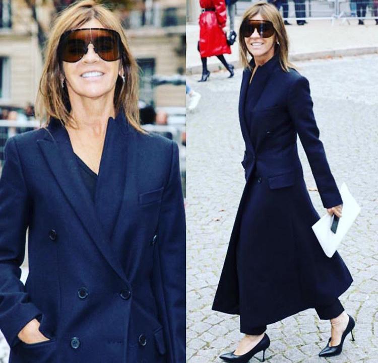 В по-зрелите си години, Карин започна да обръща внимание на малко по-мъжествените дрехи. Като за начало я виждаме в обрана стрийт визия с много добър подбор на палтото, както и на обувките.